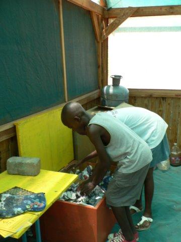 NaDEET students use hot boxes to keep food warm
